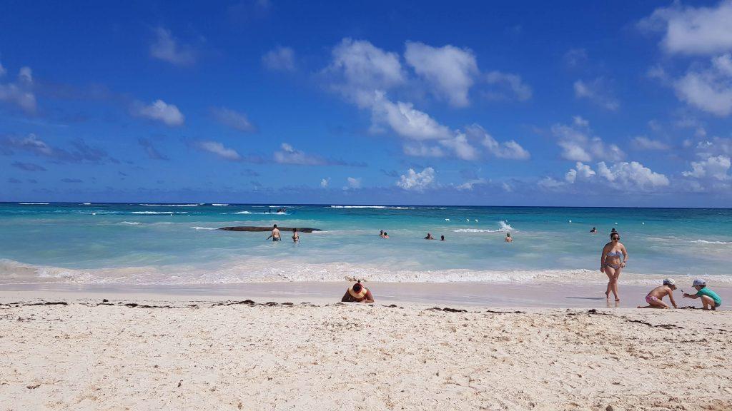 Plaja-punta-cana-ocean-blue
