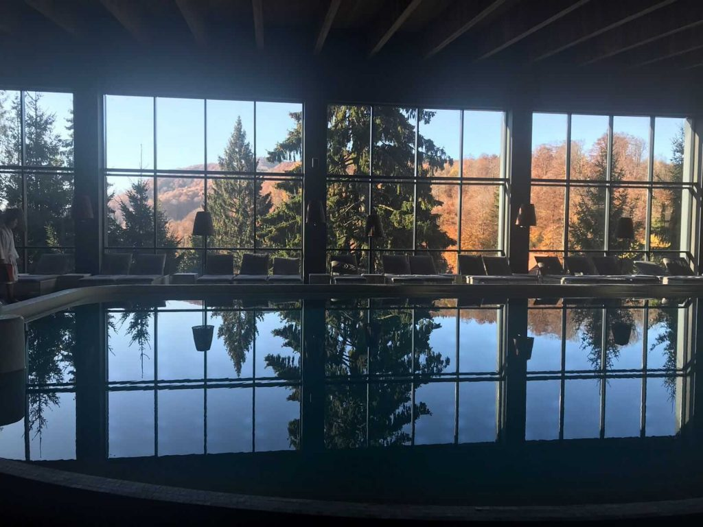 Nalvanyos spa piscina interioara