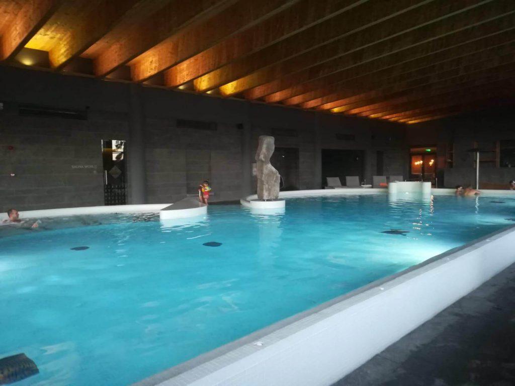 balvanyos spa piscina mare noaptea