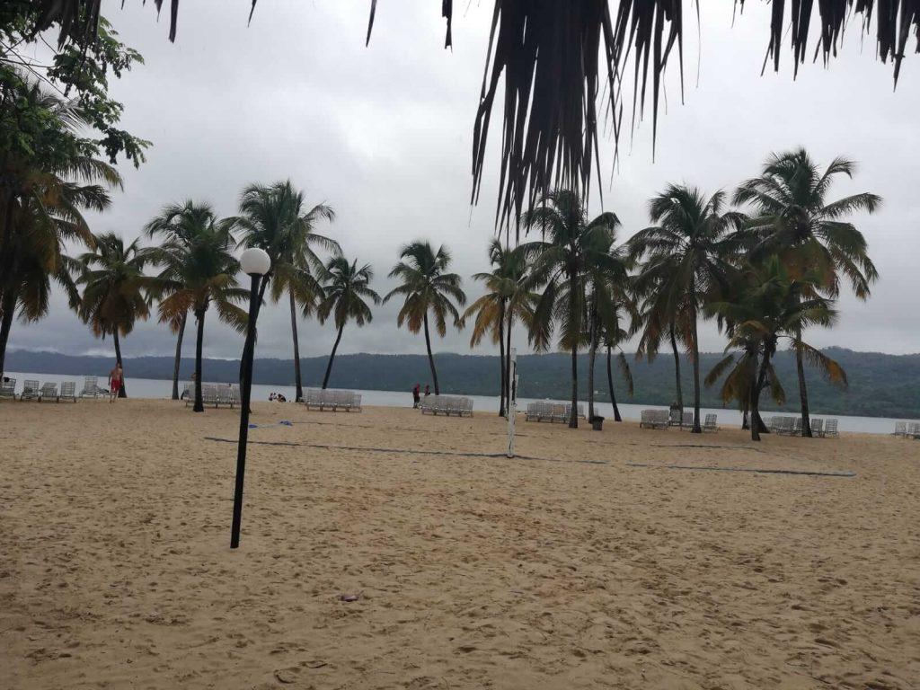 Insula-Samana-plaja