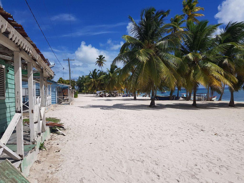 Sat-pescaresc-plaja-Saona