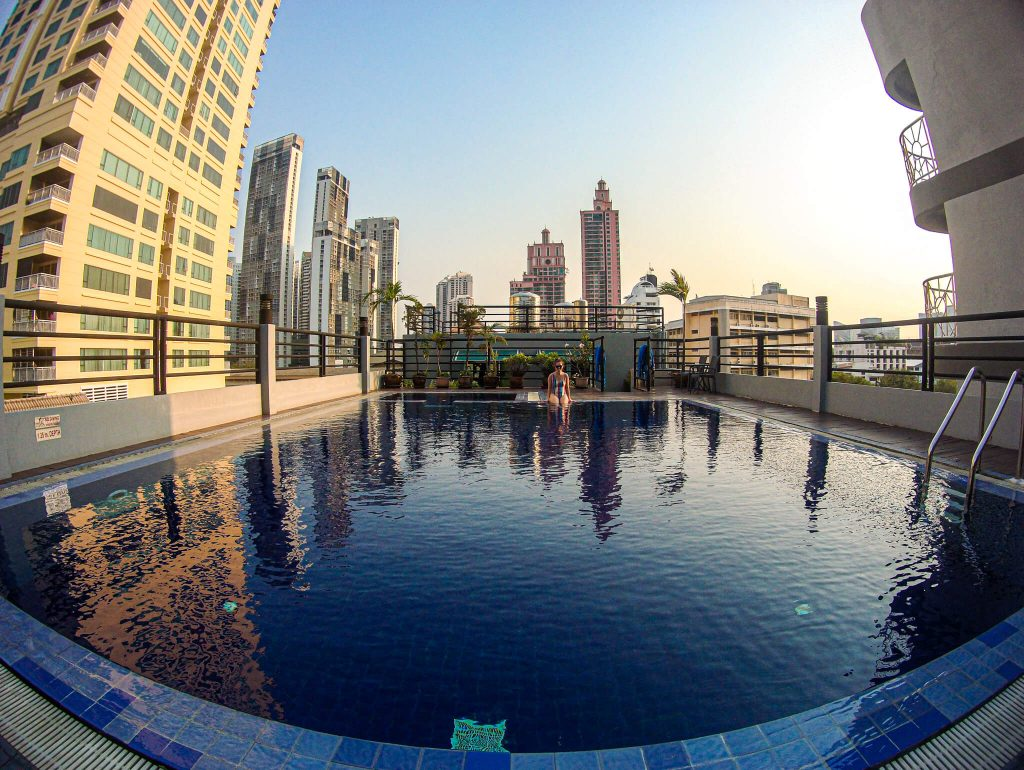 Bally-suite-sukhumvit-pool