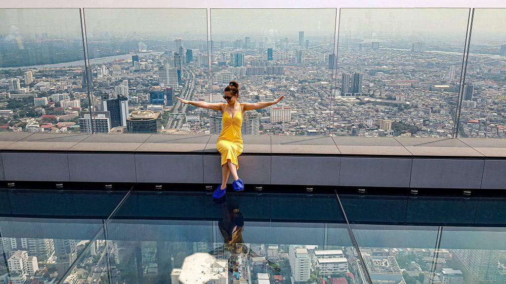 Bangkok-King-Power-Mahanakhon-bottom-glass