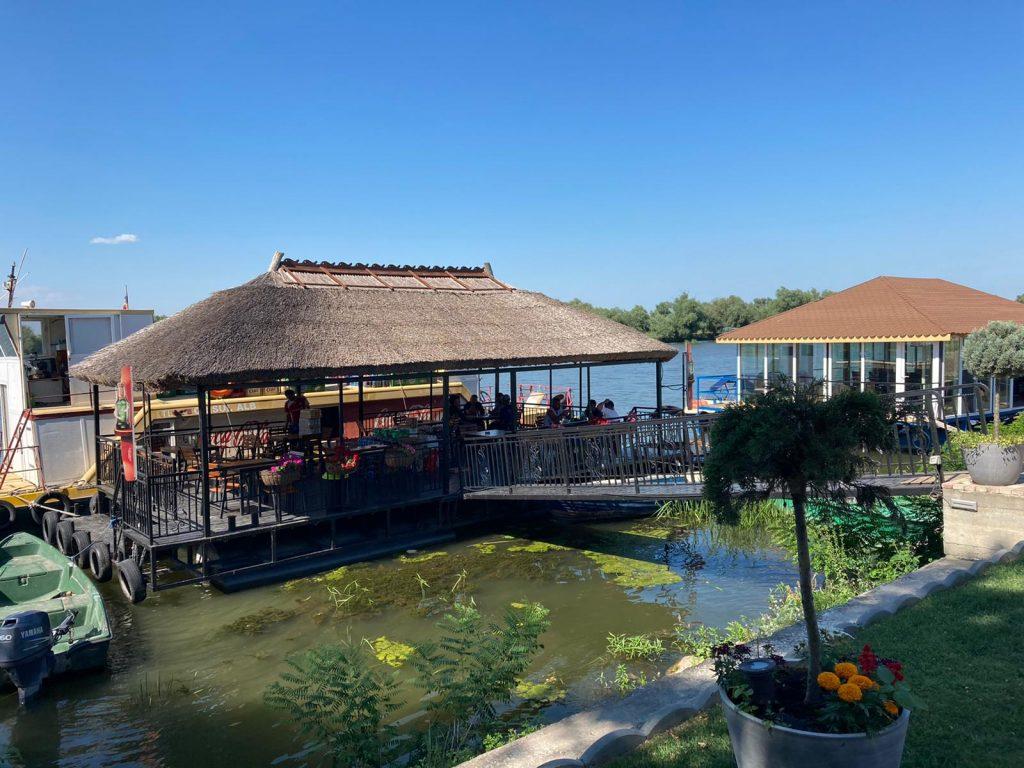 casa-eric-centru-bar-plutitor
