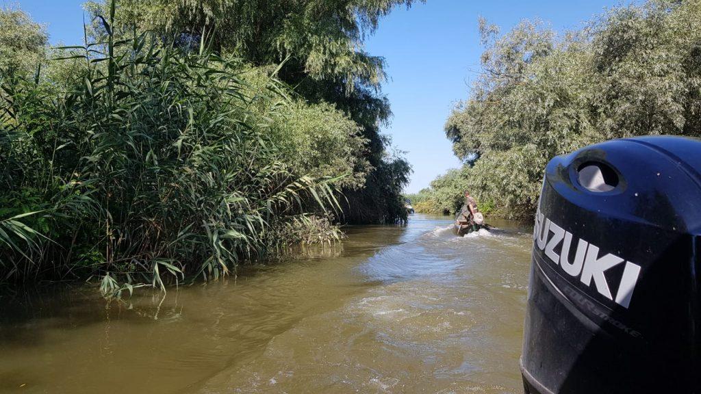 delta-canale-cu-barca