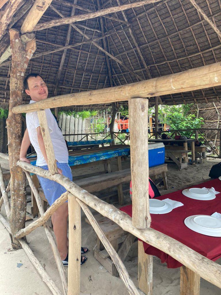 safari blue zanzibar lunch on the beach